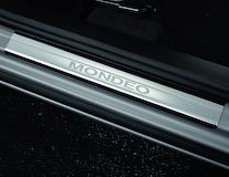 Dorpellijsten voor, met Mondeo-logo