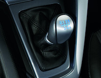 Punho da alavanca da caixa de velocidades com padrão das velocidades iluminado a azul