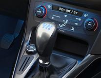 Punho da alavanca da caixa de velocidades com padrão das velocidades iluminado em azul