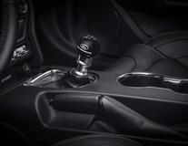 Sada řadicí páky Performance včetně černé hlavice řadicí páky z uhlíkových vláken s logem Ford Performance