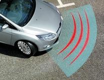 Xvision (SCC)* Parkkitutkajärjestelmä eteen, 4 mattamustaa tunnistinta