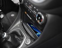 Bezdrátová nabíjecí souprava Qi integrované řešení přizpůsobené modelu vozidla
